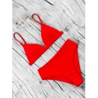 Красный яркий женский купальник треугольник