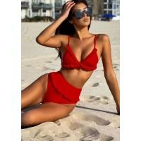 Красный яркий женский купальник с рюшами