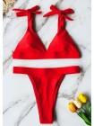 Красный купальник-треугольник на завязках