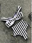 Купальник в черно-белую полоску бандо