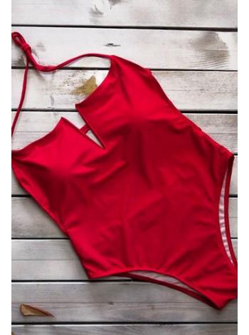 Сплошной красный купальник с декольте  открытая спинка