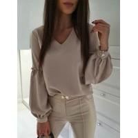 Стильная блузка с V-вырезом