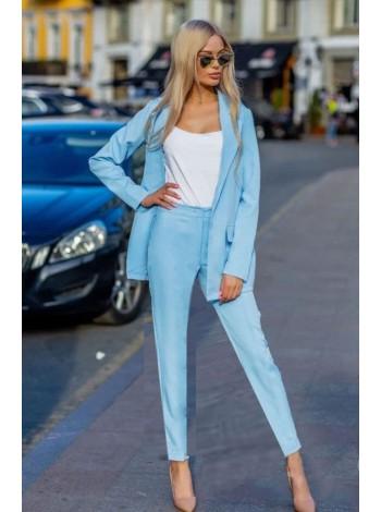 Деловой брючный костюм с пиджаком