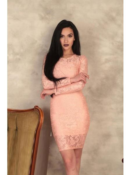 Облегающее платье из гипюра