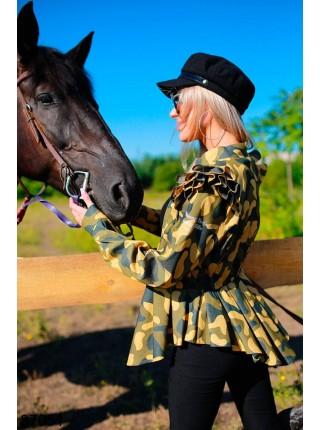 Модная камуфляжная куртка