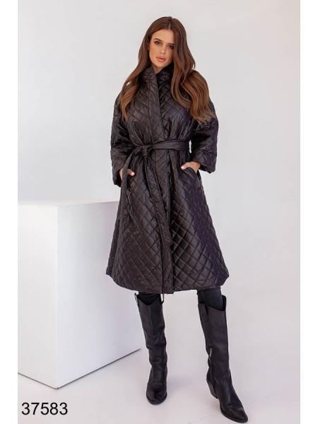 Демисезонное стеганное пальто с поясом