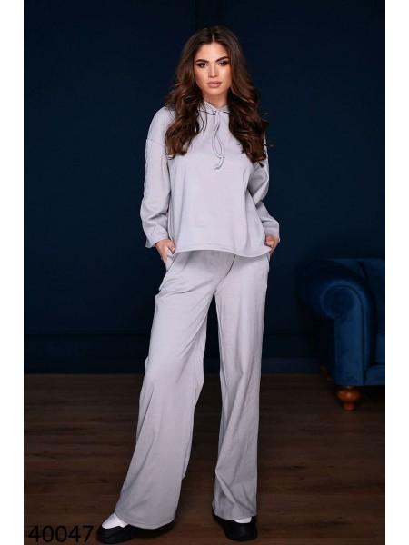 Женский костюм с широкими брюками