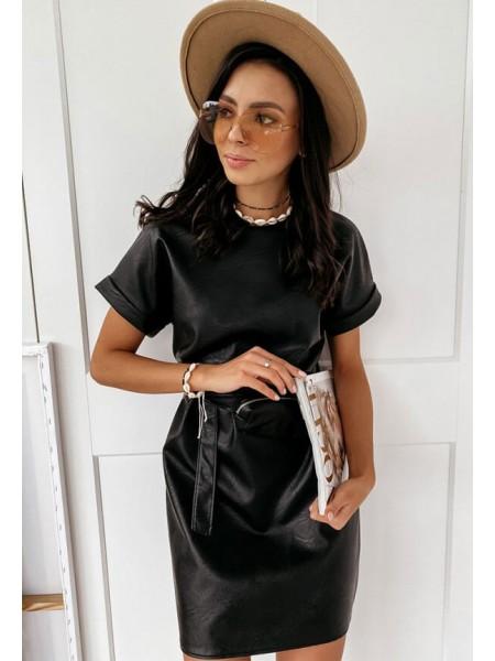 Черное платье из экокожи