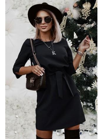 Короткое черное платье с поясом