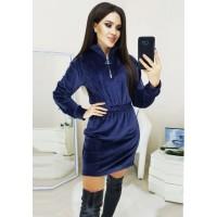 Короткое велюровое платье с рукавом